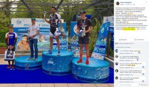 Manuel Biagiotti thanks his technical staff, including nutritionist Dr. Andrea Del Seppia, after achieving the first place at the Fumane Sprint Triathlon 2017